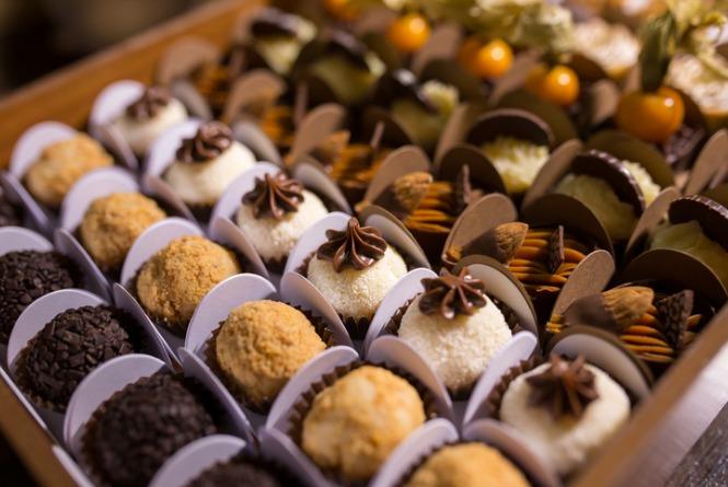 mixed-chocolate-truffles-brigadeiros-picture-id691726064